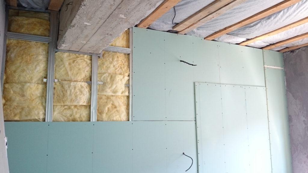 Выравнивание стен гипсокартоном в два слоя