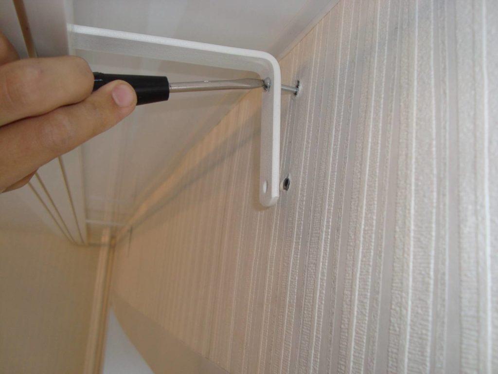 Как вкрутить дюбель в стену