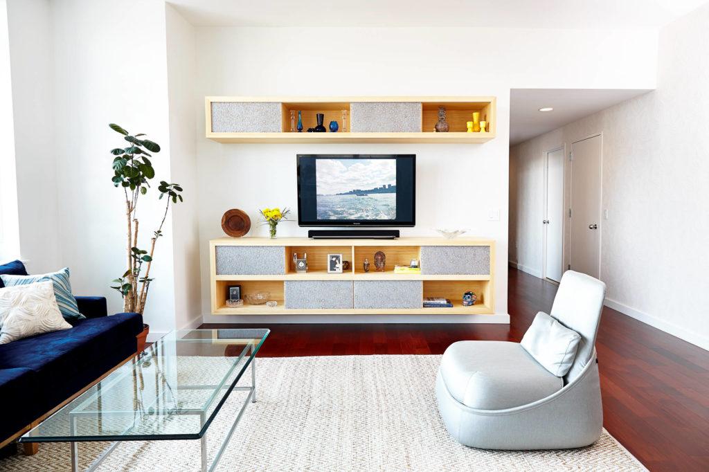 Полочка-тумбочка под телевизор для спальни