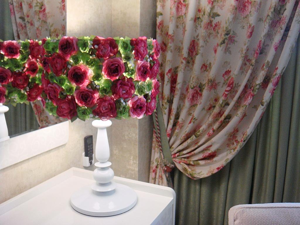 Декорирование абажура бумажными цветами