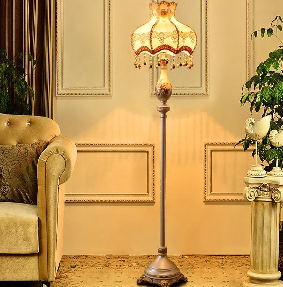 Напольный абажур классического стиля