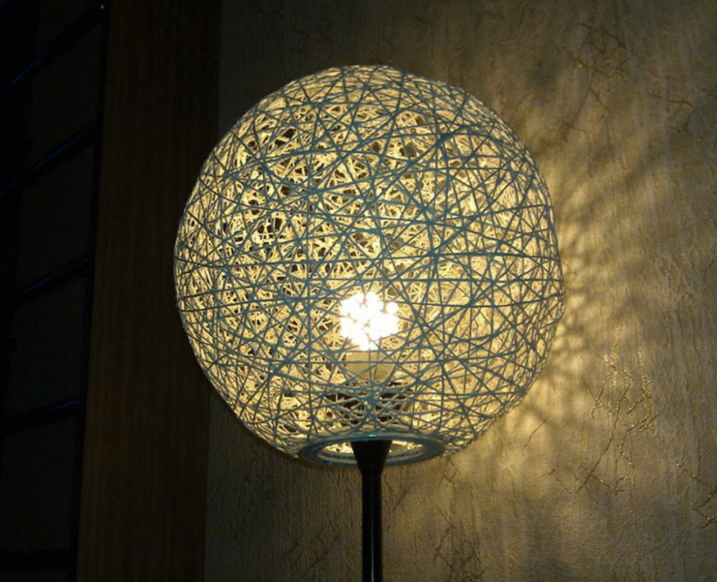 лампа из нитей