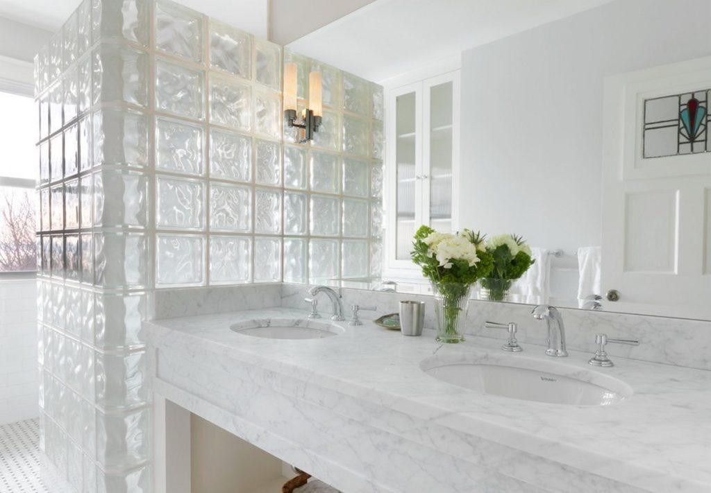 Конструкции из стеклоблоков в ванной