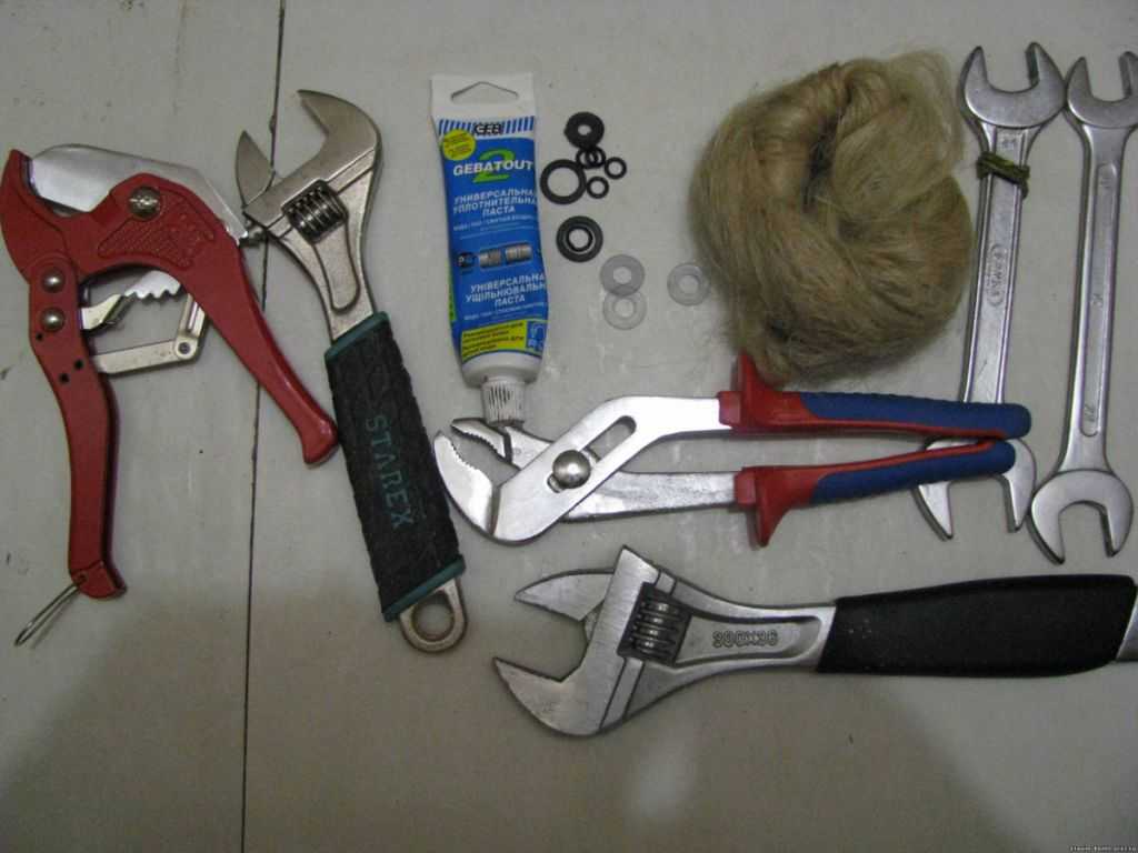 Инструменты для установки смесителя